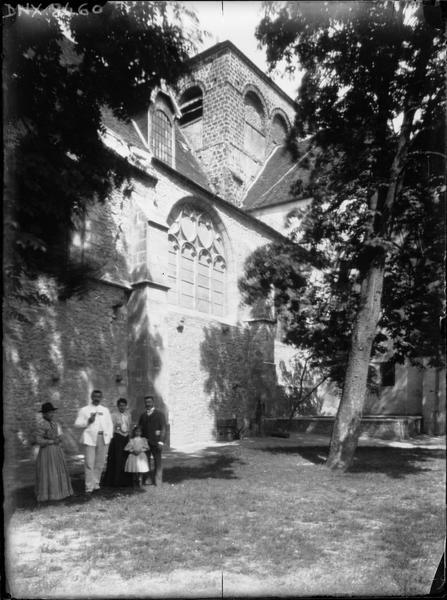 Eglise abbatiale : tour et fenêtre