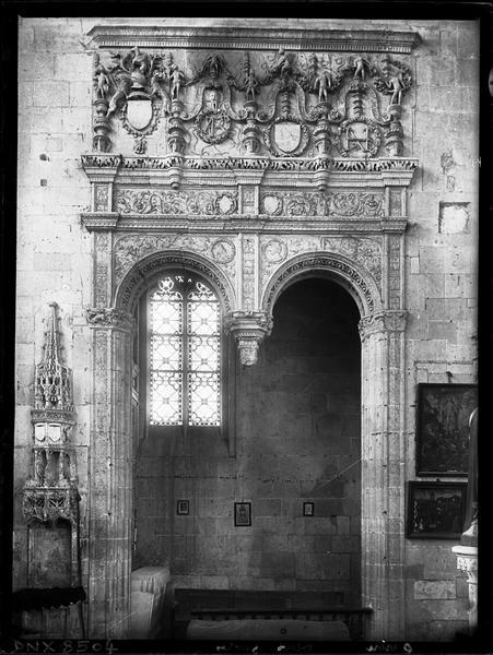 Intérieur, choeur, chapelle sud : double arcade à clef pendante, à décor Renaissance
