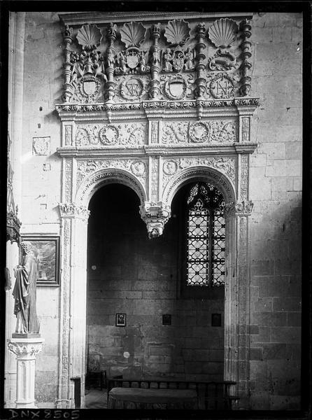 Intérieur, choeur, chapelle nord : double arcade à clef pendante, à décor Renaissance