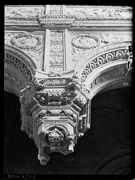 Intérieur, choeur, chapelle nord : clef pendante à décor Renaissance