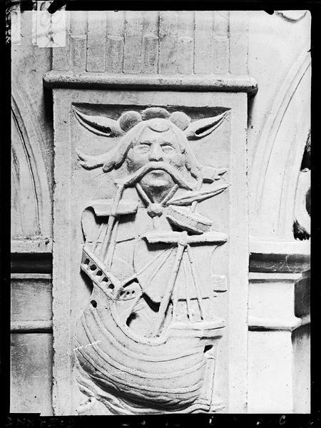 Intérieur, bas-relief : bateau et mascaron