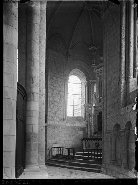 Intérieur : déambulatoire et chapelle