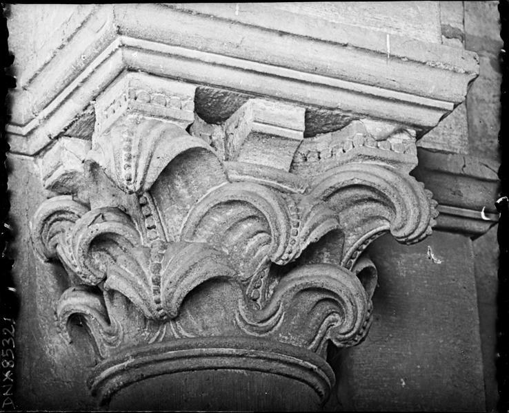 Intérieur : chapiteau