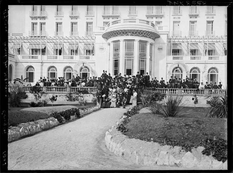 Portrait collectif : participants au congrès de 1905, devant la rotonde