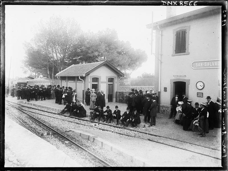 Participants au congrès de 1905 sur les quais de la gare