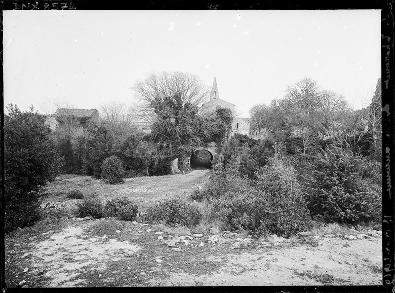 Ruines de l'ancienne entrée