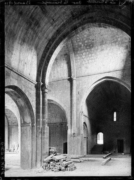 Eglise abbatiale, intérieur : croisée du transept