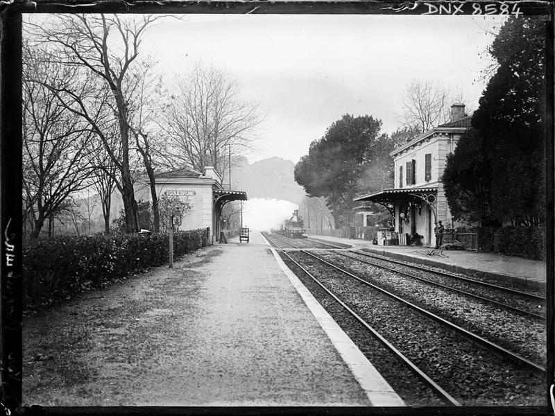 Façade sur les quais et voie ferrée