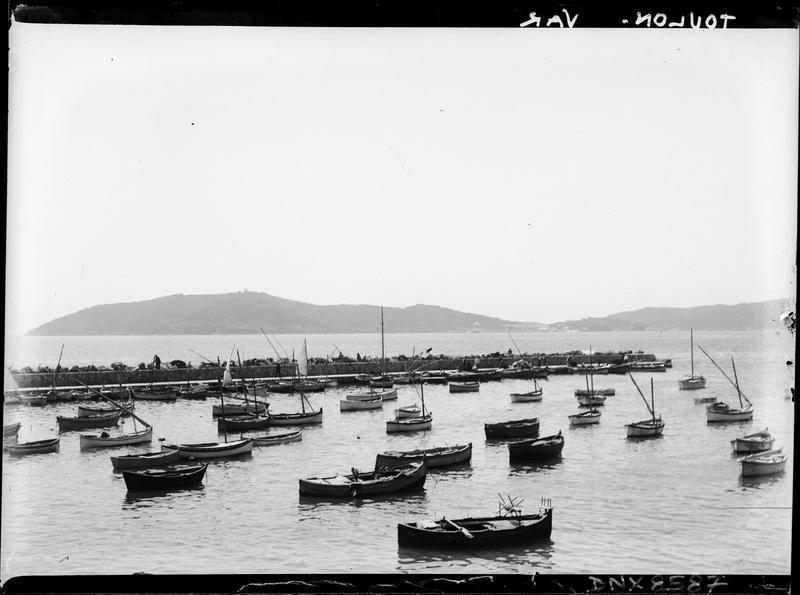 Barques dans le port de pêche