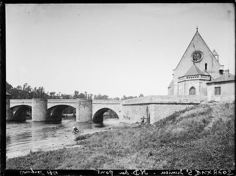 Chevet et pignon est, trois arches du pont : vue prise à l'occasion du congrès de 1921