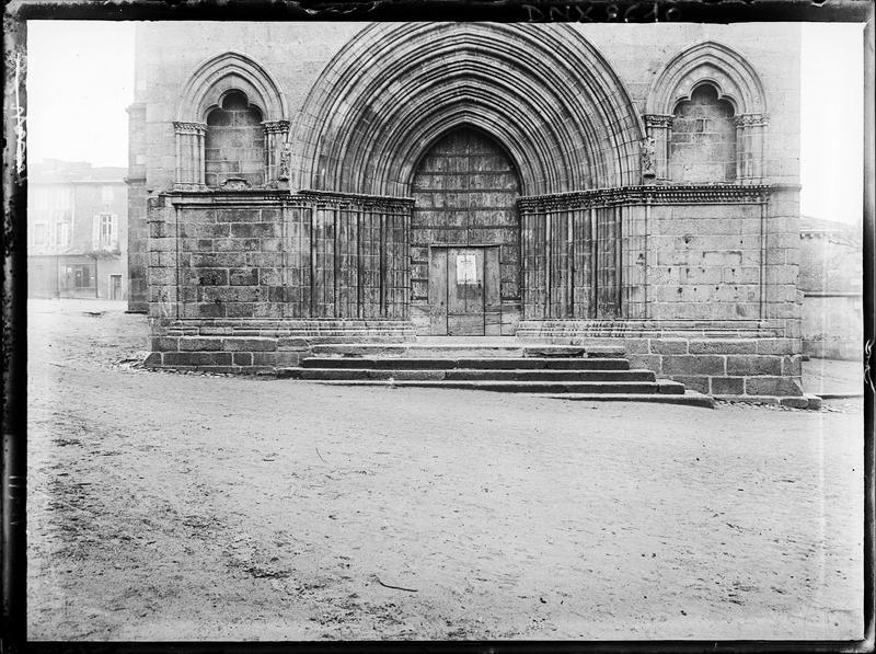 Façade ouest : partie inférieure, portail