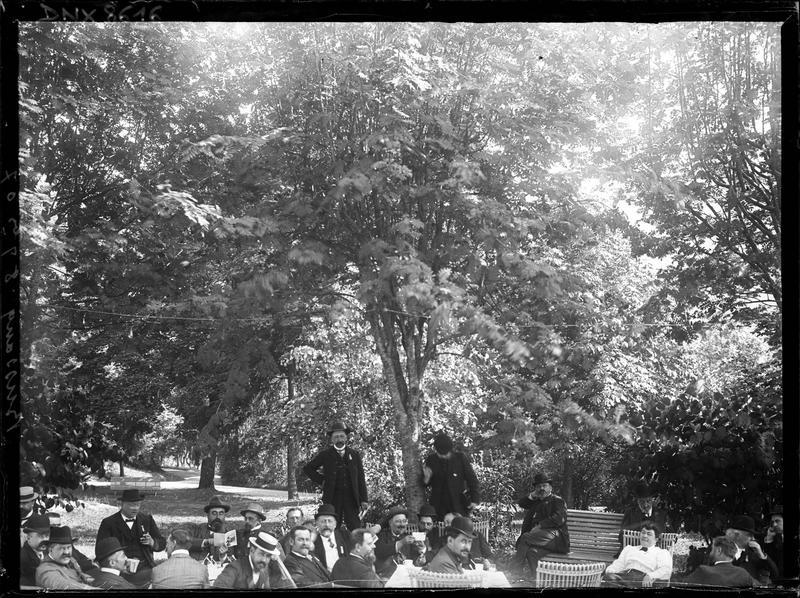 Portrait collectif dans un parc