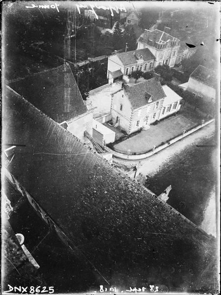 Vue plongeante sur la toiture de la nef, prise de la tour