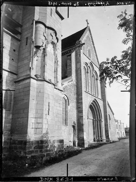 Façade ouest et base de la tour, vue diagonale vers le sud