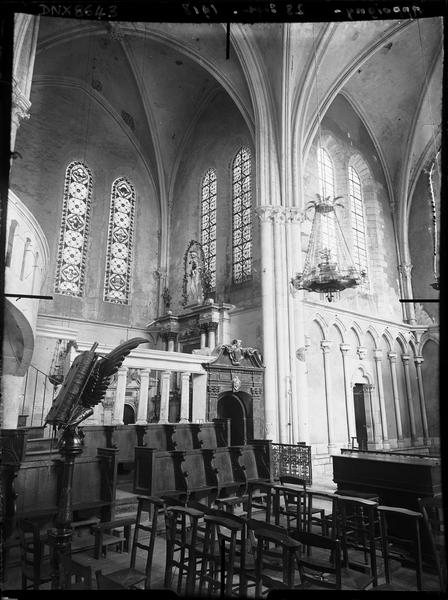 Intérieur : stalles nord et chapelle latérale au nord du choeur