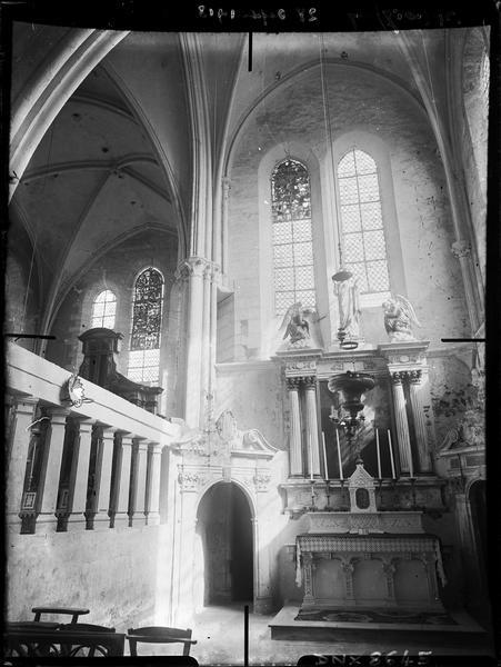Intérieur : chapelle, autel