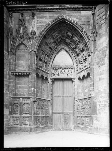 Façade ouest : petit portail gauche