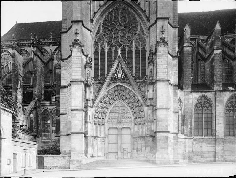 Façade nord : partie centrale, portail du transept nord