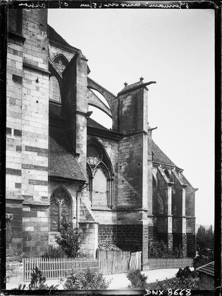 Eglise abbatiale : abside côté sud