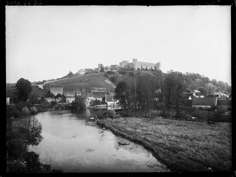 Le village : vue générale et rives de la Druyes