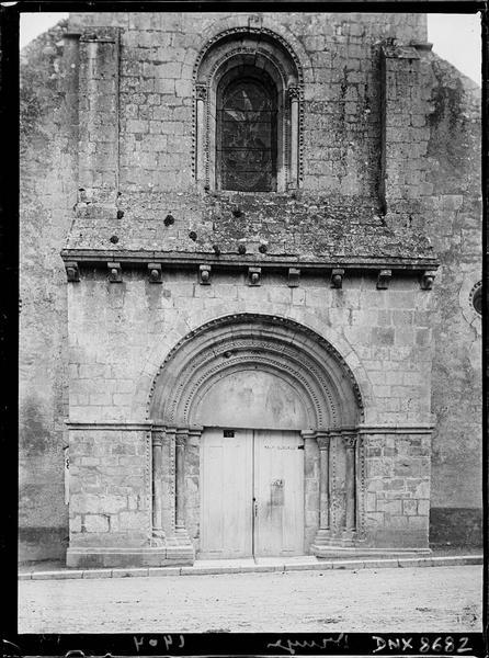 Façade ouest : portail