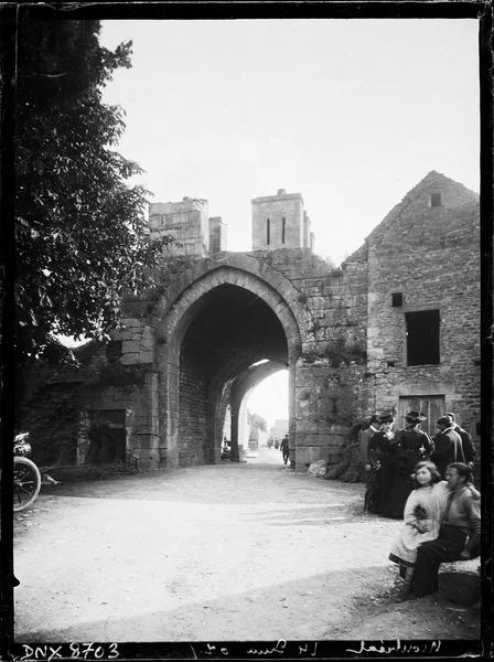 Porte de ville dite porte d'En-Haut : façade extra-muros
