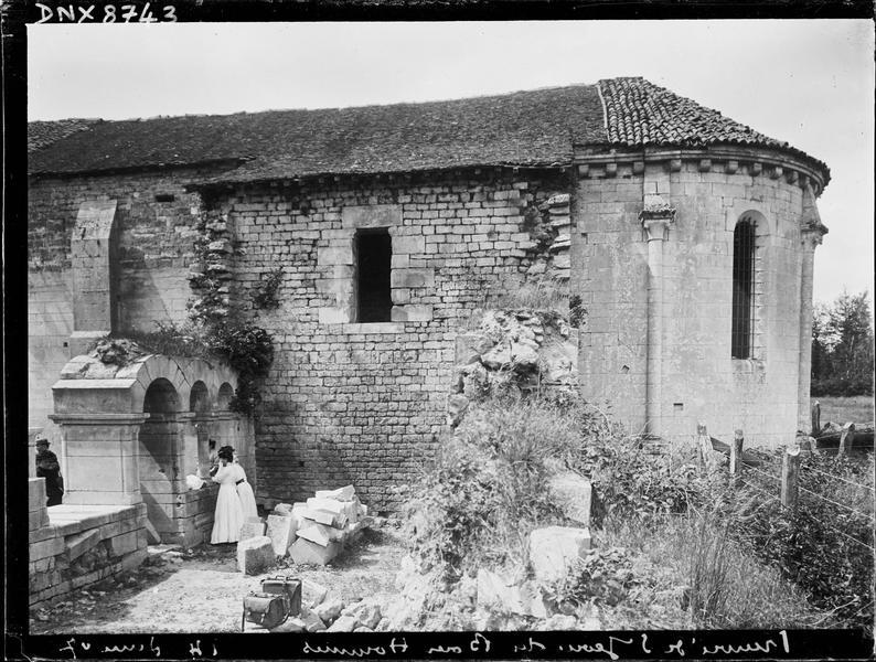 Façade sud, abside et entrée de la salle capitulaire