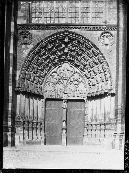 Portail central de la façade ouest dit portail Saint-Etienne