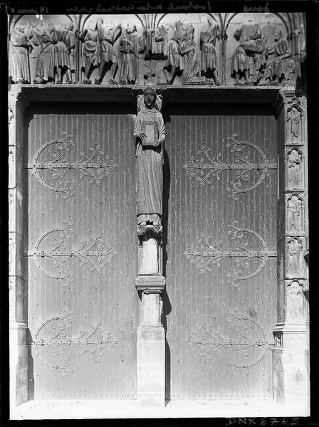 Portail central de la façade ouest dit portail Saint-Etienne : statue du trumeau