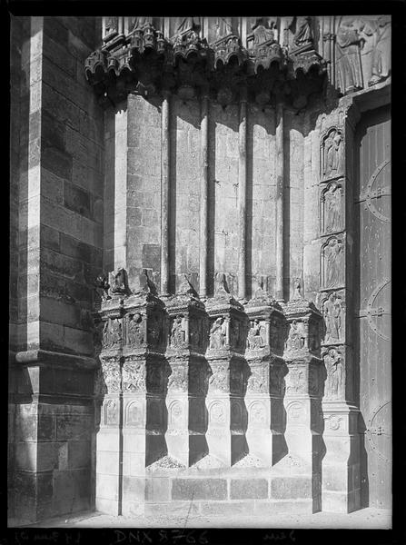 Portail central de la façade ouest : ébrasement gauche