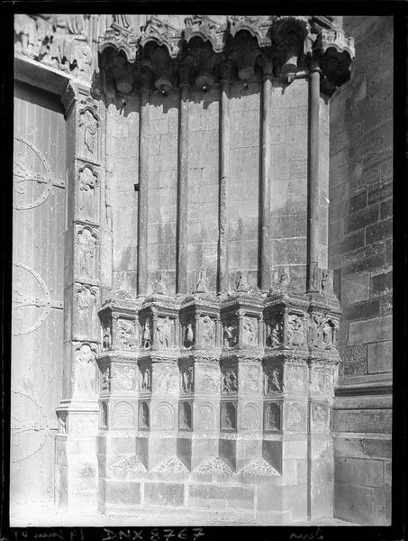Portail central de la façade ouest : ébrasement droit