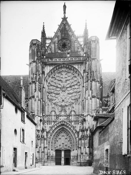 Façade nord : portail et rose du transept