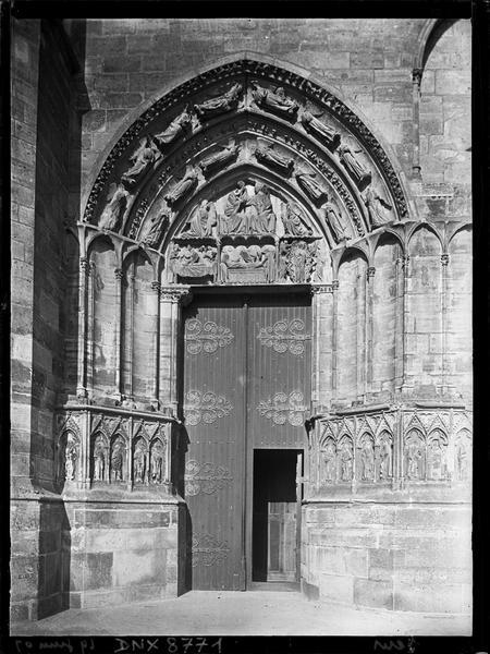 Façade ouest : portail sud