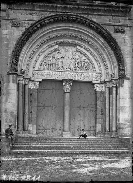 Façade ouest : portail central
