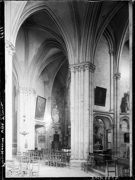 Intérieur : déambulatoire et chapelles rayonnantes