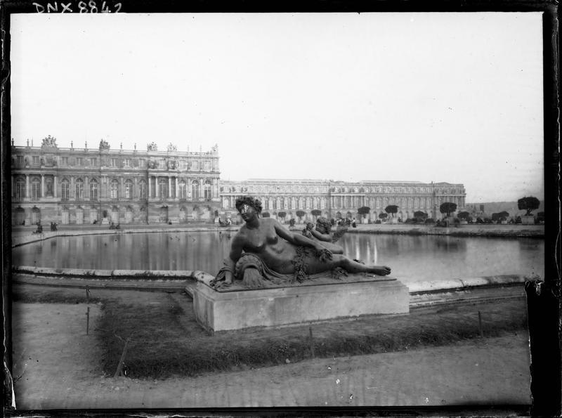 Parterre d'Eau, bassin sud : statue de la Saône
