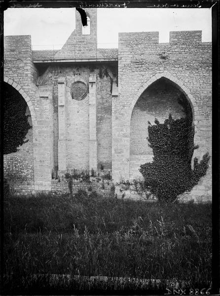 Façade latérale : mur de la chapelle