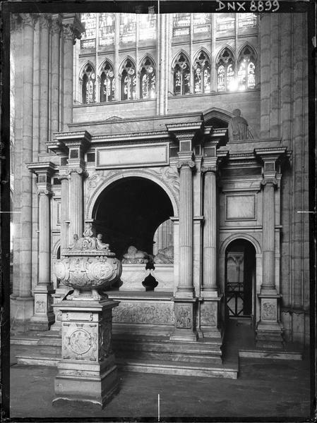Intérieur : tombeau du coeur de François 1er et tombeau de François 1er et de Claude de France