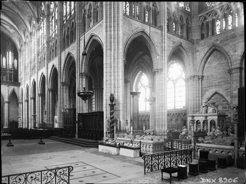 Intérieur : croisée du transept prise du choeur vers le nord-ouest
