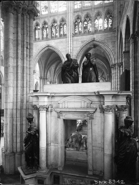 Intérieur : tombeau d'Henri II et de Catherine de Médicis