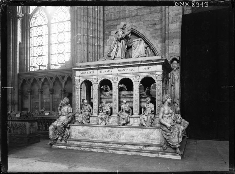 Intérieur : tombeau de Louis XII et d'Anne de Bretagne, vue latérale