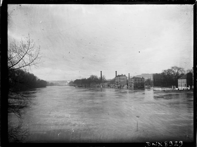 La Marne en crue : maisons inondées