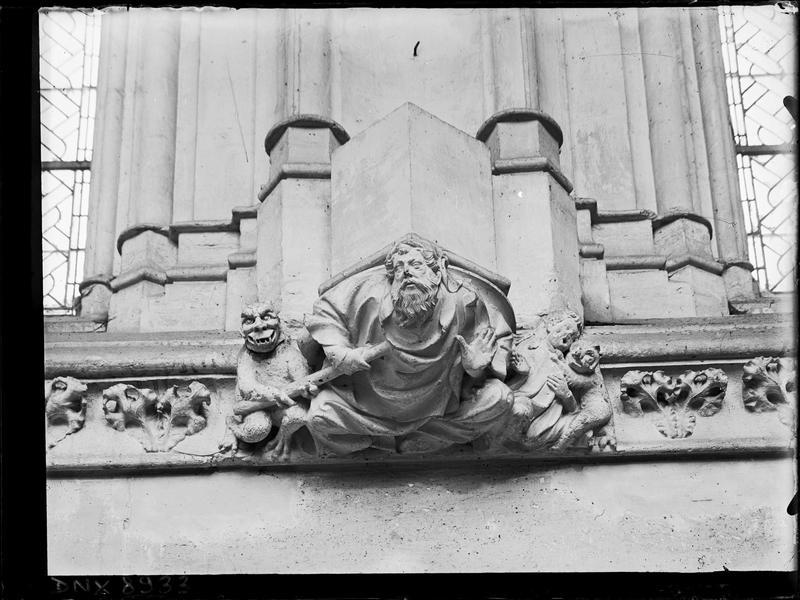 Sainte-Chapelle, intérieur, nef : culot sculpté de personnages et de démons