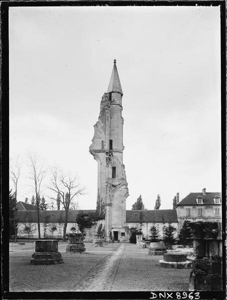 Eglise : vestiges du transept nord