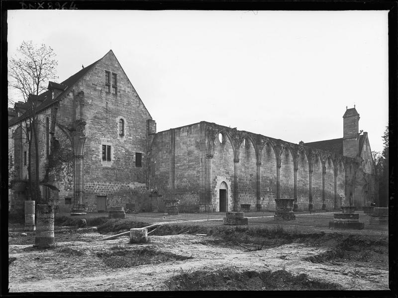 Eglise, vestiges : mur du bas-côté sud