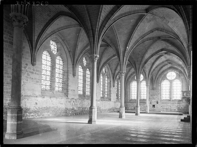 Réfectoire, intérieur : piliers et voûtes