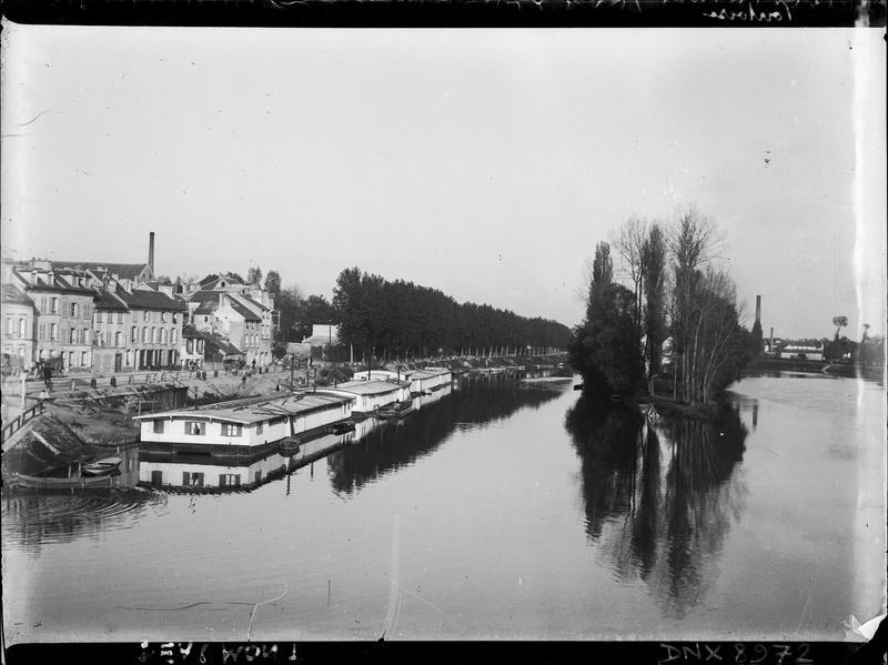 Ile et quai du Pothuis, le bateau Camille amarré