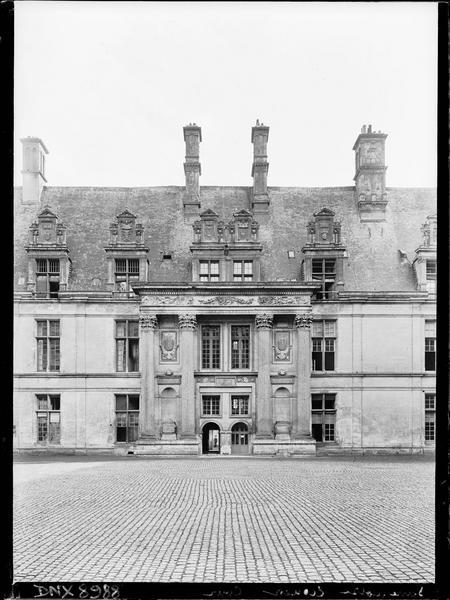 Aile sud, façade sur cour : logis central