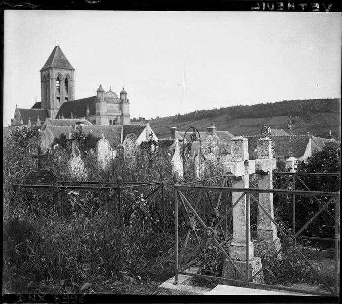 Ensemble nord-ouest vu du cimetière