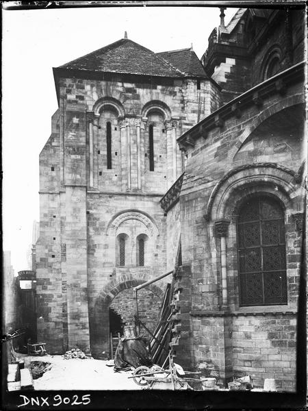 Partie de l'abside et côté est du clocher après travaux